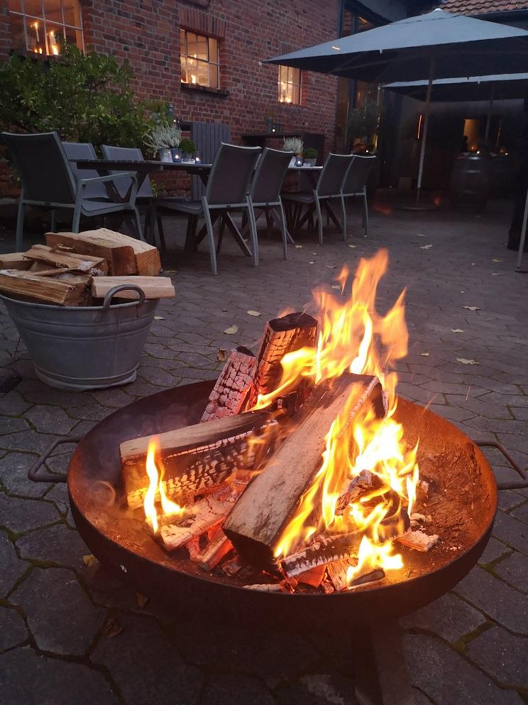 Feuerschale im Innenhof